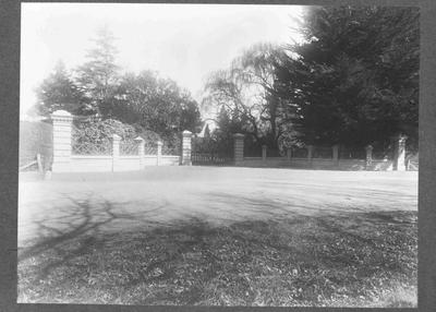 Elderslie Estate driveway and gates