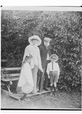 Agnes (nee Humphries) and John Reid with grandchildren. Elderslie Estate
