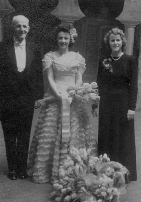 J C Kirkness (Mayor), Joy Beattie (Singer) and Betty Kirkness (Mayoress) at the Oamaru Opera House.