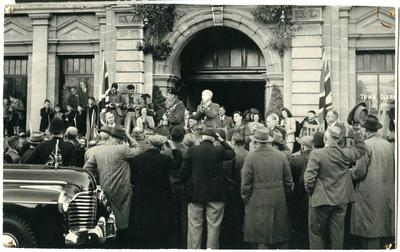 Reception for General Montgomery at the Oamaru Opera House steps