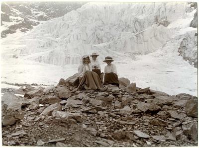 Unidentified women, mountain scene; P0027.12.20