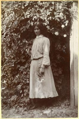 Unidentified woman in a garden; 2014/45.01.001