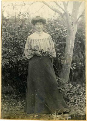 Unidentified woman in a garden; 2014/45.01.010
