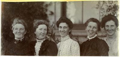 Five women in a garden; 2014/45.01.019