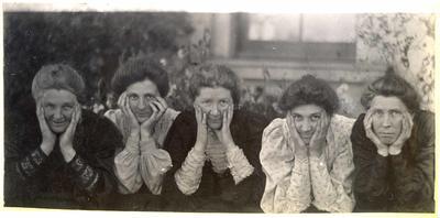 Five women in a garden; 2014/45.01.026