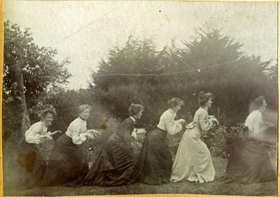 Six women in a garden; 2014/45.01.042