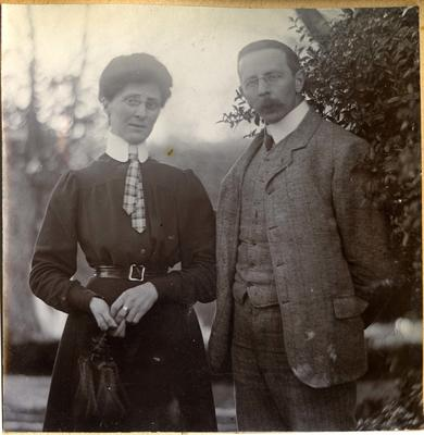 Unidentified man and woman in a garden; 2014/45.01.059