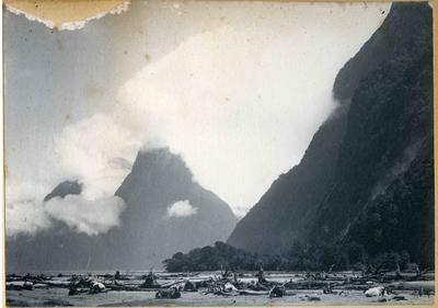 Mountain scene unidentified; 2014/45.01.086