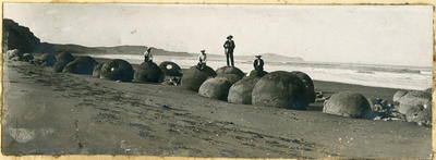 Four men at Moeraki boulders