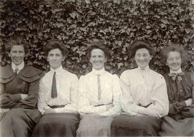 Five women in a garden; 2014/45.01.106