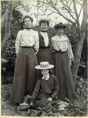 Unidentified women in a garden; 2014/45.01.118