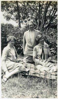 Three Women in a garden; 2014/45.01.191