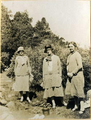 Three women on a picnic; 2014/45.01.209