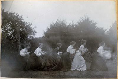Six women in a garden; 2014/45.01.262