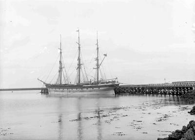 Unidentified sailing ship at Sumpter Wharf