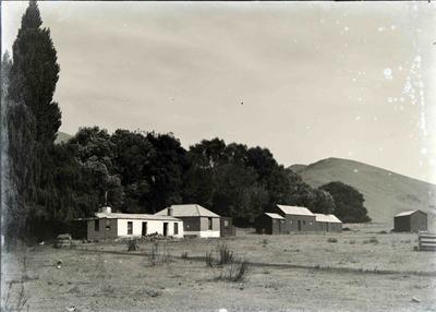 Unidentified home & farm buildings. (Enfield?)
