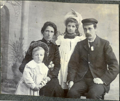 Family portrait, unidentified; 2014/43.1.17