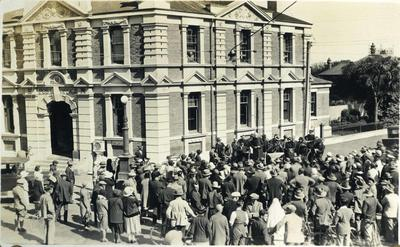 Crowd at the Temuka Post Office; 2014/43.1.26