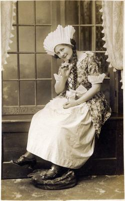 "Miss Olive Moss in Oamaru Amateur Operatic Society production of ""Les cloches de Corneville"".; Mahan, R; 2014/43.1.41"