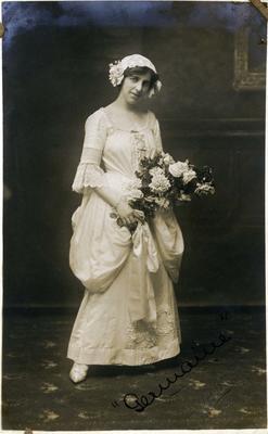 "Miss Doris Williams in Oamaru Amateur Operatic Society production of ""Les cloches de Corneville"".; 2014/43.1.48"