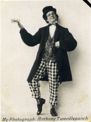 "Alfred Leslie as Anthony Tweedlepunch in ""Florodora"".; Standish & Preece; 2014/43.1.50"