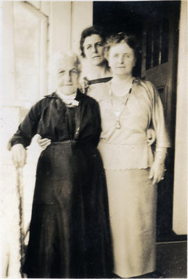Three women, unidentified; 2014/43.1.118