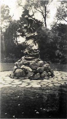 Wonderland statue in Oamaru Public Gardens