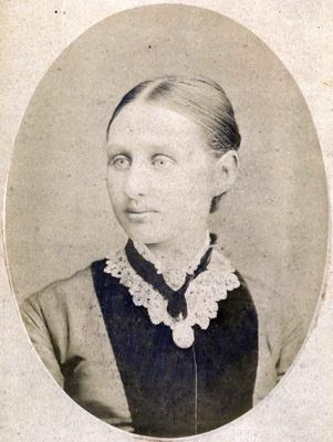 Portrait of a woman, unidentified