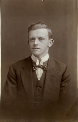 Portrait of a man, unidentified; C. C. Armstrong (photographer) (estab. Circa 1903?); 2014/43.1.151