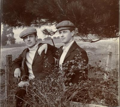 Alfred Leslie with unidentified man; 2014/43.2.61