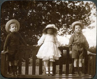 Children in a garden; 2014/43.2.88