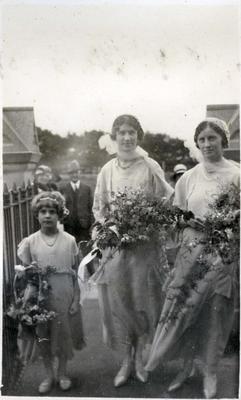 Wedding photo, unidentified. Rosalie Leslie - flower girl.; 2014/43.2.121