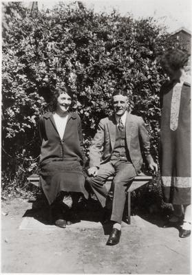 Alfred Leslie with unidentified women; 2014/43.2.123