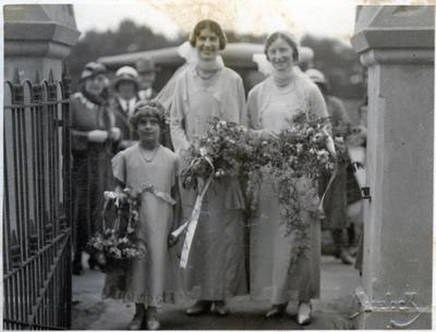 Wedding photo, unidentified. Rosalie Leslie - flower girl.; Havelock Williams; 2014/43.2.135