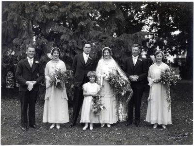 Wedding photo, unidentified. Rosalie Leslie - flower girl.; Havelock Williams; 2014/43.2.152