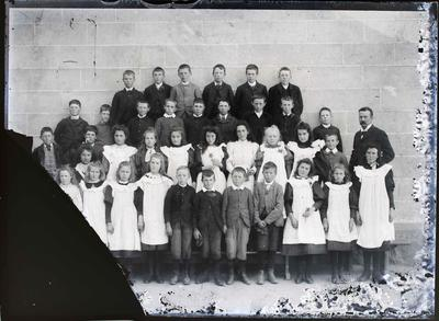 Unidentified primary school group, c.1900. Clothing.