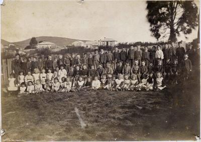 Group of school children Greta Street School, Oamaru