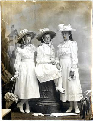 Portrait of three girls; 2017/002.195