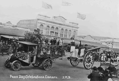 Peace Day Celebrations. Oamaru. November 1918