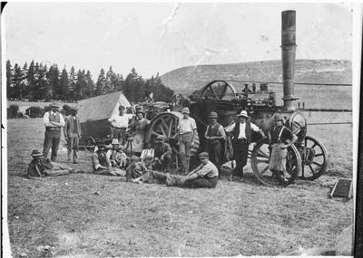 Jimmy Cooney's old portable chaff cutting plant, 1890.