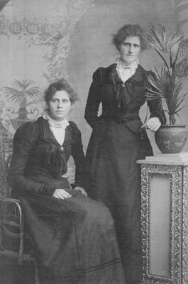 Laura Anderson 1884 - 1952 (sitting) and Annie Anderson 1879 - 1922