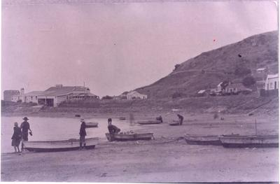 People with boats at Moeraki.
