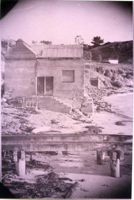 Building on the beach at Moeraki.