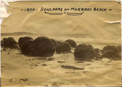 Boulders on Moeraki Beach.