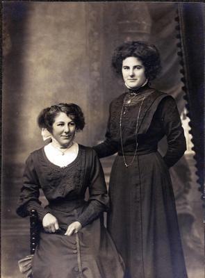 Portrait of two unidentified women.