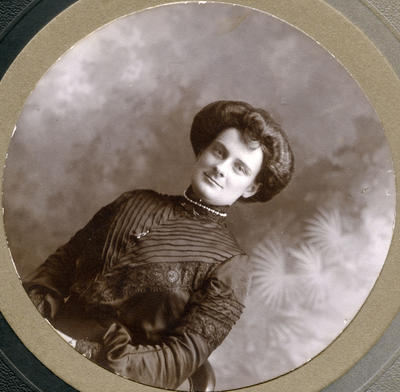 Portrait of an unidentified woman.
