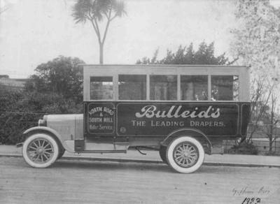 Giffen Bros bus, Oamaru (with Bulleid and Co advertising), 1922