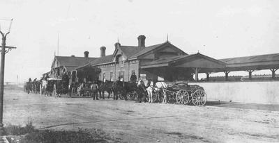 Horses and carts and hansom cabs, Oamaru Railway Station