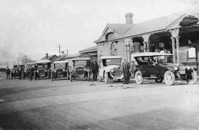 White Star Taxis parked outside Oamaru Railway Station