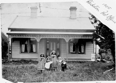 Carrodus children standing outside Reidston Post Office 1905.